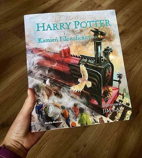 Książka Harry Potter i Kamień Filozoficzny ilustrowana